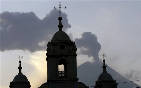 ECUADOR-VOLCAN