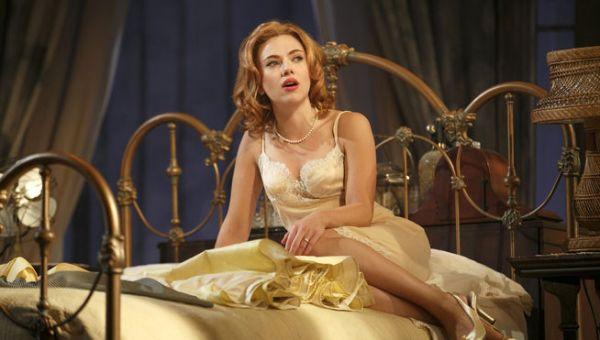 Scarlett-Johansson-gata-tejado-zinc_