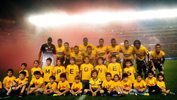 Guayaqui, 19 de Enero del 2013. En la noche amarilla Barcelona recibe al Deportivo Cali.APIFOTO/CÉSAR PASACA.