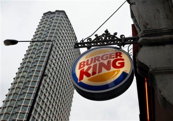 Letrero de un Burger King en el centro de Londres, el jueves 24 de enero de 2013. Burger King informó que dejó de comprar carne de res a un proveedor británico cuyo producto se encontró que tenía rastros de carne de caballo. (Foto AP/Kirsty Wigglesworth)