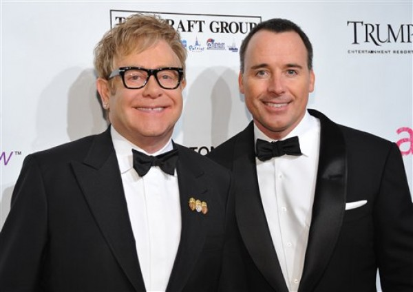 Elton John y David Furnish, recién casados. Foto de Archivo, La República.