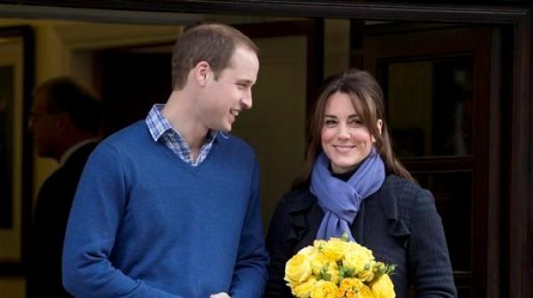 Foto del 6 de diciembre del 2012 del príncipe Guillermo de Inglaterra y su esposa Kate, duquesa de Cambridge, al salir del Hospital Rey Eduardo VII en Londres. El palacio real dijo que la pareja tendrá su primer hijo en julio. (Foto AP/Alastair Grant)
