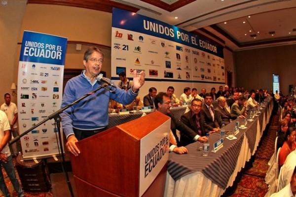 QUITO 29 DE ENERO DEL 2013. Reunion de movimientos politicos en apoyo al partido CREO y a su candidato a la presidencia Guillermo Lasso. FOTOS API / JUAN CEVALLOS.
