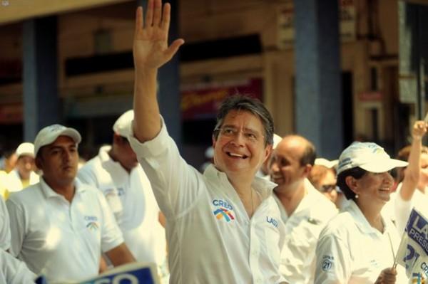 Guayaquil, 4 de Enero del 2012. Inicio de campaña electoral del movimiento CREO con marcha por diferentes calles del centro de la ciudad con el candidato presidencial Guillermo Lasso. APIFOTO/CÉSAR PASACA.