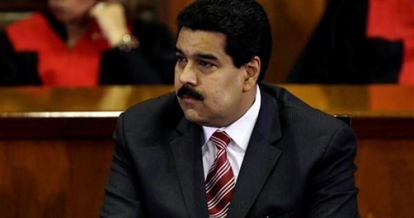 El vicepresidente de Venezuela Nicolás Maduro escucha el discurso de Luisa Estella Morales, presidenta de la Suprema Corte, durante una sesión especial por el inicio del año judicial en Caracas, Venezuela, el lunes 21 de enero de 2013.  (AP foto/Fernando Llano)