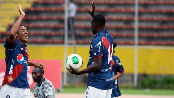 QUITO 30 DE ENERO DEL 2013. Deportivo Quito recibe al Deportivo Quevedo por la segunda fecha del Campeonato Nacional de Futbol.APIFOTO/DANIEL MOLINEROS