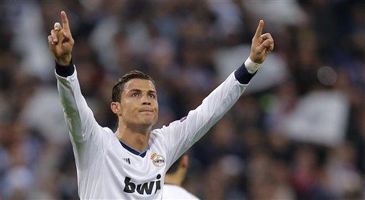 Cristiano Ronaldo del Real Madri celebra tras marcar un gol ante Manchester United en los octavos de final de la Liga de Campeones el miércoles 13 de febrero de 2013. (AP Foto/Daniel Ochoa de Olza)
