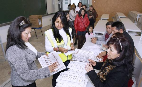 ESPAÑA ECUADOR ELECCIONES