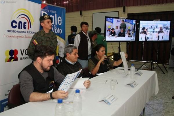 QUITO 10 DE FEBRERO 2013. El Consejo Nacional Electoral (CNE) realizo un simulacro de votacion com miras a las roximas eleciones del 17 de Febrero. FOTOS API / JUAN CEVALLOS.