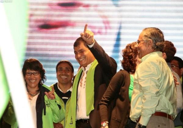 QUITO 17 DE FEBRERO DE 2013, Frente a la tribuna de los Shyris en la sede de Alianza País, el presidente reelecto Rafael Correa destejó su triunfo electoral en una sola vuelta APIFOTO/JAVIER CAZAR