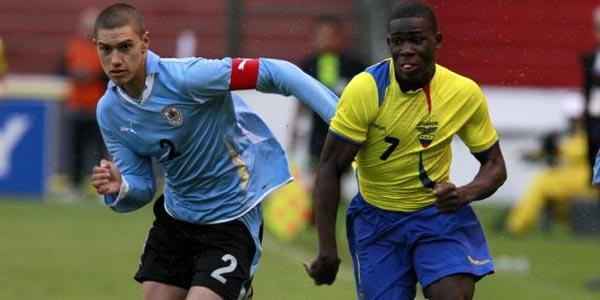 Foto de archivo. Kevin Mercado vistiendo la camiseta de la selección de Ecuador. Foto API.