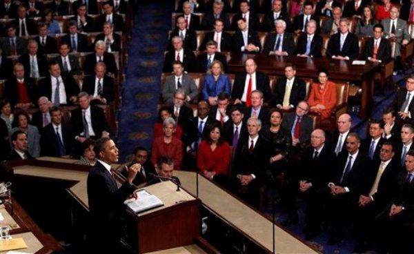 El presidente Barack Obama pronuncia su informe sobre el Estado de la Unión en el Capitolio en Washinton, el 24 de junio de 2012. Obama anunciará en su informe del Estado de la Unión del martes 12 de febrero de 2013 que 34.000 efectivos estadounidenses regresarán al país en un año desde Afganistán. (AP Foto/Evan Vucci)