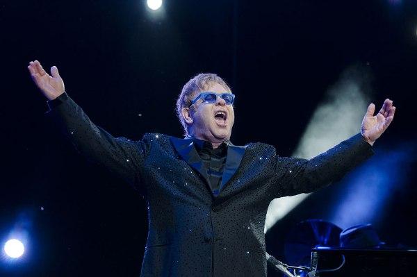 Elton John en Paraguay