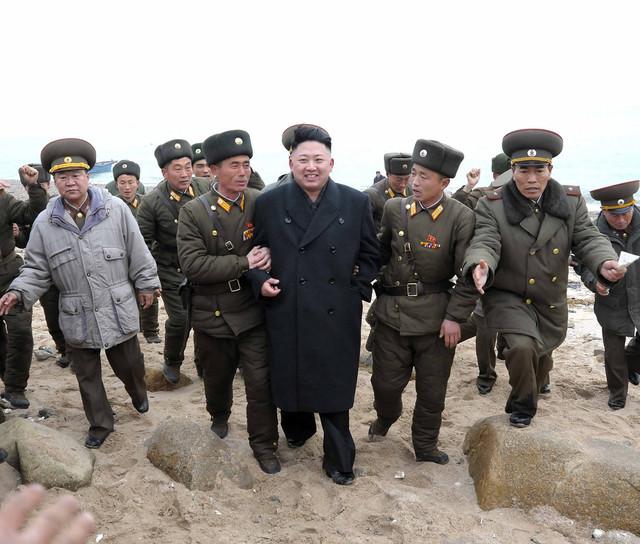 Militares y Kim Jon un
