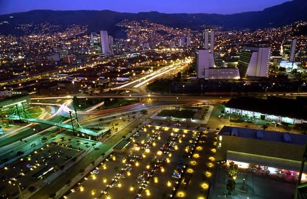 Panoramica-Nocturna-Medellin-9