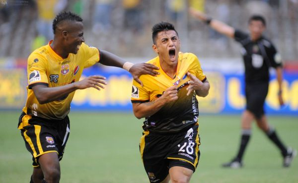 Guayaquil, 30 de Marzo del 2013. En el estadio Monumental Barcelona recibe al Deportivo Cuenca. APIFOTO/CÉSAR PASACA
