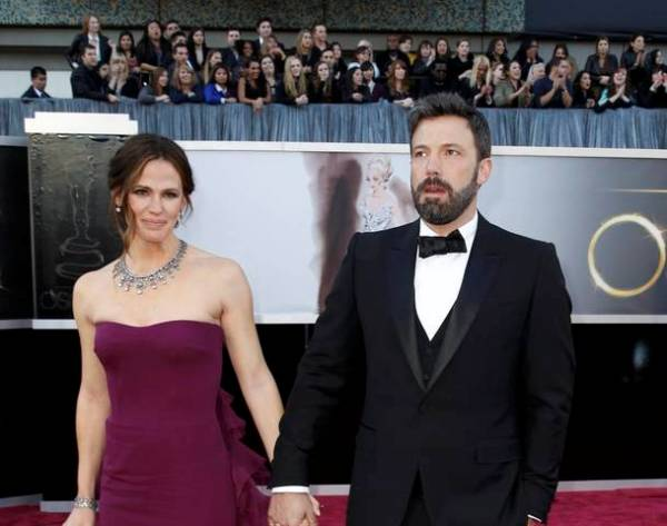 Ben Affleck y Jennifer Gardner durante la  85th Academy Awards in Hollywood, California February 24, 2013.  REUTERS/Lucas Jackson  (UNITED STATES TAGS:ENTERTAINMENT) (OSCARS-ARRIVALS)