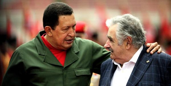 Chávez y Mujica. Foto de Archivo, La República.