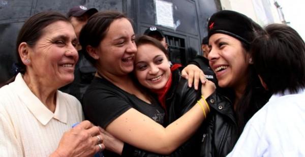 """QUITO 5 DE MARZO 2013. Liberadas las detenidas del caSo """"10 de Luluncoto"""".FOTS API / JUAN CEVALLOS."""
