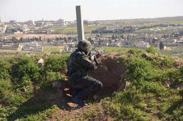 """Según Hague, los grupos islamistas violentos tienen suficiente """"espacio libre"""" en el país árabe, inmerso en una guerra civil desde 2011, como para """"entrenar a reclutas extranjeros""""."""