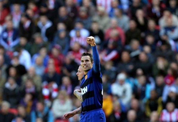 El jugador de Manchester United, Robin van Persie, festeja un gol contra Sunderland en la liga Premier el sábado, 30 de marzo de 2013, en Sunderland, Inglaterra. (AP Photo/Scott Heppell)