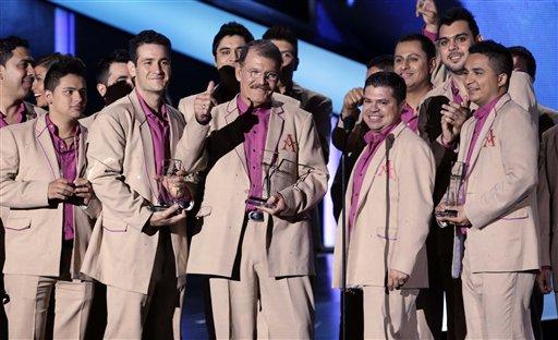 La Arrolladora Banda el Limón de René Camacho acepta el Premios Billboard de la Música Latina al dúo o grupo regional mexicano del año, álbum, el jueves 25 de abril del 2013 en Coral Gables, Florida. (AP Foto/Alan Díaz)