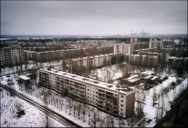 Vista de la ciudad abandonada de Pripiat (Ucrania), antiguo hogar de los trabajadores de la central de Chernóbil, hoy, martes 23 de abril de 2013. El próximo 26 de abril se cumplen 27 años del accidente nuclear de Chernóbil. La central fue clausurada en el año 2000, pero aún acoge combustible nuclear, por lo que los ecologistas todavía la consideran una amenaza latente. EFE