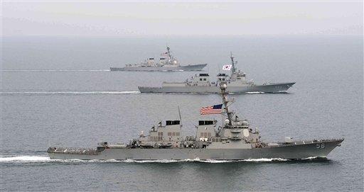 Barcos de guerra de Corea del Sur y Estados Unidos participan en ejercicios militares conjuntos en aguas surcoreanas en esta fotografía de archivo del 17 de marzo de 2013 y difundida por la Armada de Corea del Sur vía la agencia noticiosa Yonhap el 18 de marzo de 2013. (Foto AP/Armada de Corea del Sur vía Yonhap, Archivo)