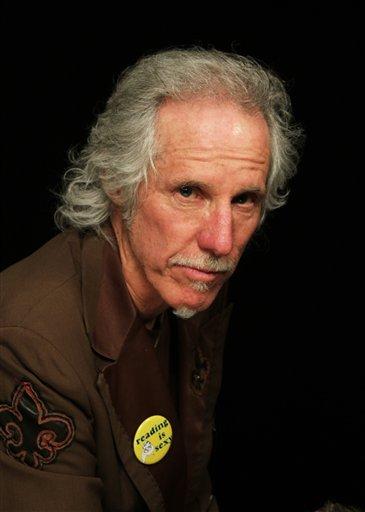 """El baterista John Densmore en Nueva York en una fotografía del 17 de abril de 2013. El baterista de 68 años publicó recientemente """"The Doors Unhinged: Jim Morrison's Legacy Goes on Trial"""" en el cual mantiene vivo el espíritu de Jim Morrison. (Foto AP/John Carucci)"""