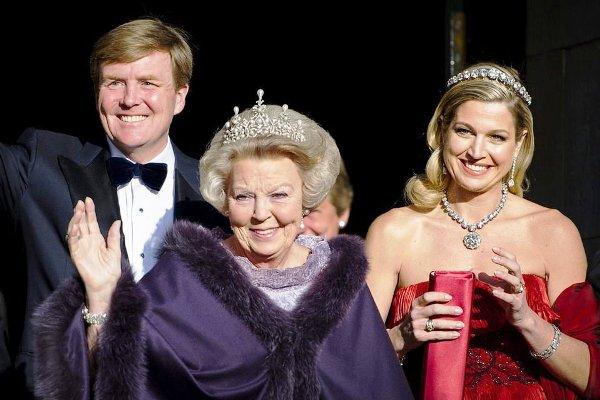 La-reina-Beatriz-de-Holanda-y los principes