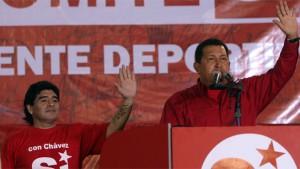 Maradona y Chavez en el cierre de campaña.