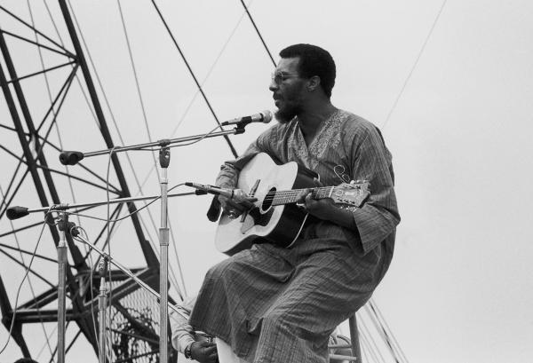 Richie Havens en el Festival de Woodstock en 1969