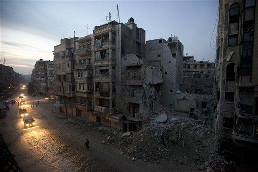 Cae la noche en una zona de Alepo controlada por los rebeldes sirios el 29 de noviembre del 2012. La imagen es una de una serie de 20 de fotógrafos de AP que ganaron el premio Pulitzer 2013 (AP Foto/Narciso Contreras, Archivo)