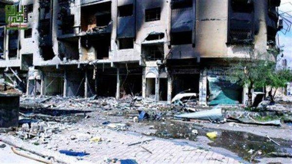 Una imagen tomada por un ciudadano periodista y divulgada por el Consejo Local de Barze muestra destrucción causada por cohete en el distrito Barze, de la capital Damasco, Siria el viernes 5 de abril del 2013. Las tropas del gobierno sirio se enfrentaban el sábado en violentos combates con las fuerzas rebeldes en un pueblo adyacente a Damasco, situado en el cinturón de comunidades que rodea la capital donde se han registrado combates casi a diario en meses recientes. (Foto AP/Local Council of Barzeh)