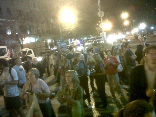 En estos instantes se está realizando el cacerolazo en Buenos Aires, dode un