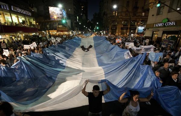 ARGENTINA-CACEROLAZO