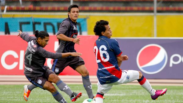 QUITO 14 DE ABR DE 2013 En el estadio Atahualpa Dep. Quito recibe al Emelec en la foto APIFOTO/FERNANDA ACOSTA