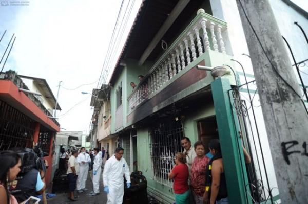 Guayaquil, 8 de Abril del 2013. En el sector de la Floresta II un incendio provoco la muerte de 5 niños. La madre se encuentra hospitalizada. APIFOTO/CÉSAR PASACA