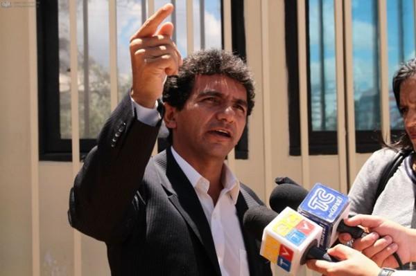 QUITO 17 DE ABRIL 2013.Clever Jimenez asambleísta de Pachakutik habla sobre la condena de 18 meses de prisión, que la  jueza Lucy Blacio ha dictado por encontrarlo culpable de injurias en contra del presidente Rafael Correa. FOTOS API / JUAN CEVALLOS.