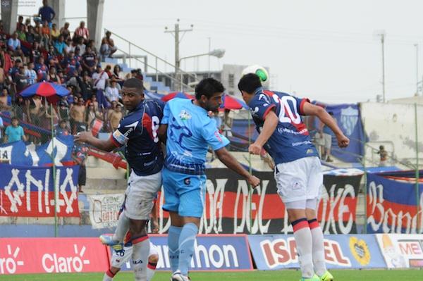 Estadio Jocay, Manta, 7 de abril del 2013. Manta Futbol Club recibe a Deportivo Quito. APIFOTO/Paul Ochoa