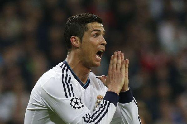 El delantero portugués del Real Madrid Cristiano Ronaldo durante el partido correspondiente a la vuelta de las semifinales de la liga de Campeones, disputado ante el Borussia Dortmund esta noche en el Santiago Bernabéu. EFE/Kiko Huesca