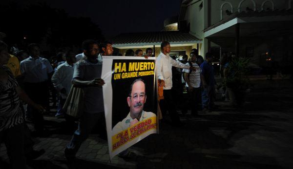 Guayaquil, 12 de Abril del 2013. Sepelio de Fausto Valdiviezo. APIFOTO/CÉSAR PASACA