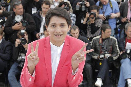 """El actor Armando Espitia posa con motivo de la presentación de la película mexicana """"Heli"""", en competencia por la Palma de Oro, el jueves 16 de mayo del 2013 en el Festival de Cine de Cannes. (AP Foto/Francois Mori)"""