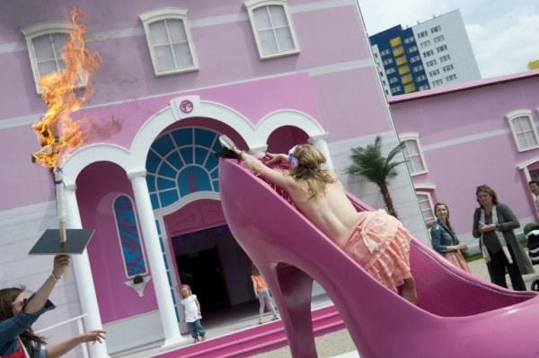 Protestas de grupos feministas en contra de la Casa Barbie