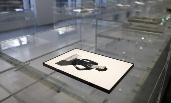 Un retrato de la diseñadora creado por el artista Man Ray en 1935. (AP)