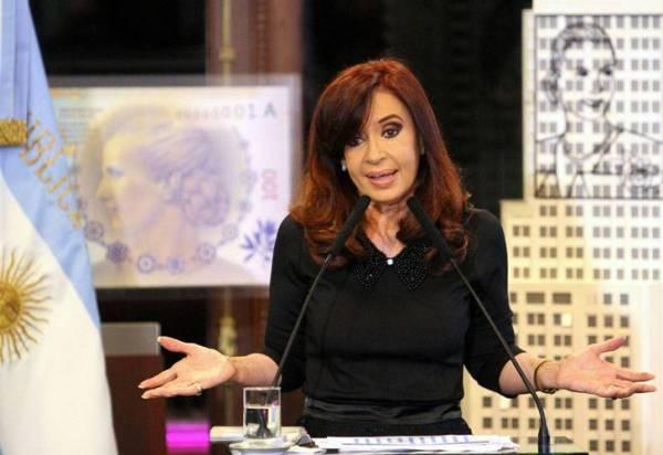"""""""El retraso cambiario respecto a la inflación de Chile, Uruguay y Brasil es mucho mayor que el que ellos dicen que tiene la Argentina"""", sostuvo la jefa de Estado."""