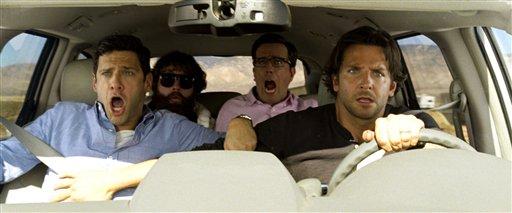 """De izquierda a derecha Justin Bartha, Zach Galfianakis, Ed Helms y Bradley Cooper en una escena de la película """"The Hangover Part III"""" en una fotografía publicitaria sin fecha proporcionada por Warner Bros. Pictures. (Foto AP/Warner Bros. Pictures)"""