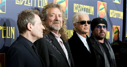 """En esta foto del 9 de octubre del 2012, de izquierda a derecha, los músicos John Paul Jones, Robert Plant, Jimmy Page y Jason Bonham llegan al estreno de """"'Led Zeppelin: Celebration Day"""" en Nueva York. (Foto por Dario Cantatore/Invision/AP, Archivo)"""