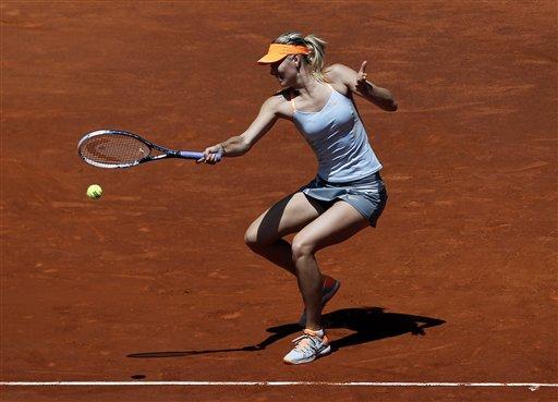 La rusa Maria Sharapova durante su partido contra la rumana Alexandra Dulgheru en el Abierto de Madrid el lunes 6 de mayo de 2013. (AP Foto/Andres Kudacki)