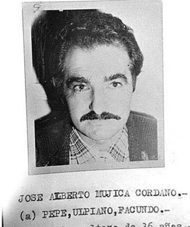 En la década de los sesenta y setenta del siglo pasado perteneció al movimiento guerrillero tupamaro